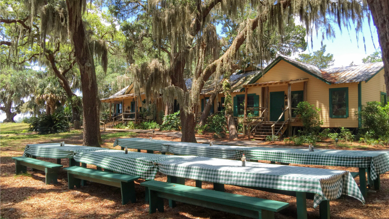 little st simons island lunch tables